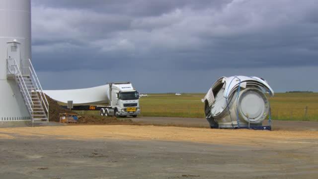 ms ts shot of turbine blade arriving on truck / macarthur, victoria, australia - blade stock videos & royalty-free footage