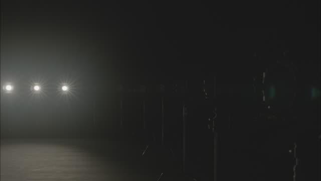 stockvideo's en b-roll-footage met shot of turning on film lighting equipment one by one - middelgrote groep dingen