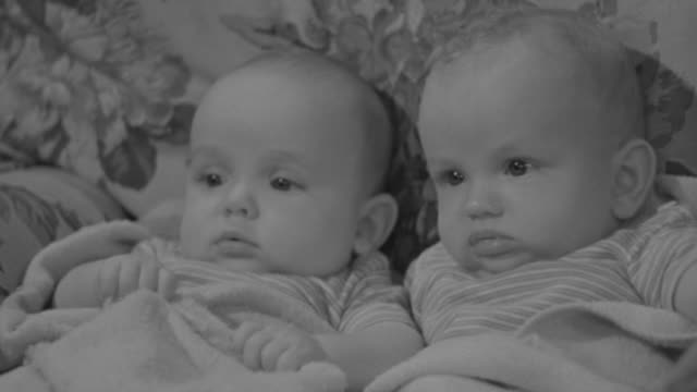 cu shot of two baby playing - そっくりさん点の映像素材/bロール