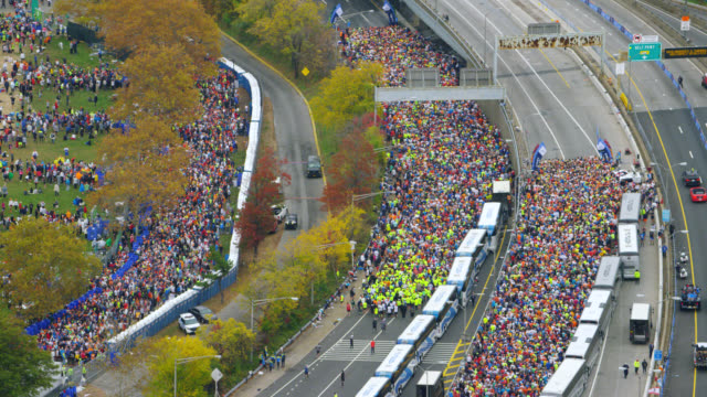 "vidéos et rushes de ""ws ts aerial shot of verrazano narrows bridge / new york city, united states"" - marathon"