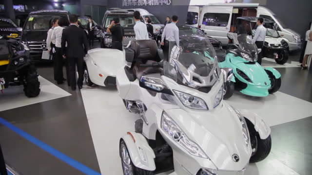MS TU Shot of Visitors and salesman at auto show / Xi'an, shaanxi, China