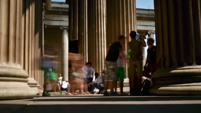 stockvideo's en b-roll-footage met ms t/l la shot of visitors coming and going between entrance columns in british museum london sunny summer's day / london, greater london, united kingdom - greater london