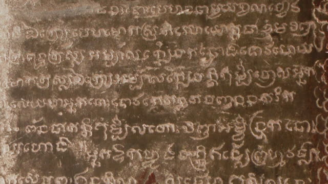 cu td shot of wall of carved ancient khmer writings at angkor wat temple / siem reap, siem reap province, cambodia - non western script stock videos & royalty-free footage