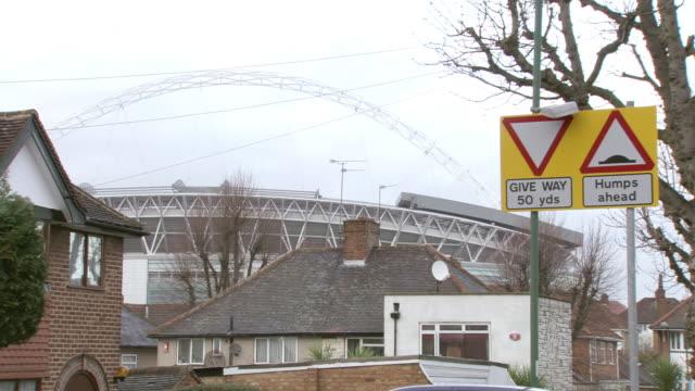 vidéos et rushes de ms shot of wembley stadium / london, united kingdom  - panneau de rue