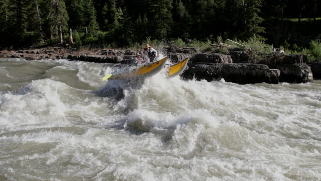 ws 4k shot of white water rafters on the snake river - snake river stock videos & royalty-free footage
