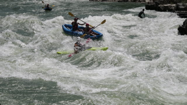 ws 4k shot of white water rafters/kayakers on the snake river, wyoming - whitewater rafting stock videos & royalty-free footage