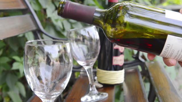 vídeos de stock, filmes e b-roll de ms shot of woman pouring glasses of red wine / verona, veneto, italy - vinho tinto