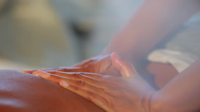 vidéos et rushes de ecu ts shot of woman relaxing with massage / mahe, seychelles - massage