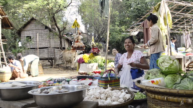 ms shot of woman selling food on myinkaba market / bagan, mandalay division, myanmar - pagan stock-videos und b-roll-filmmaterial