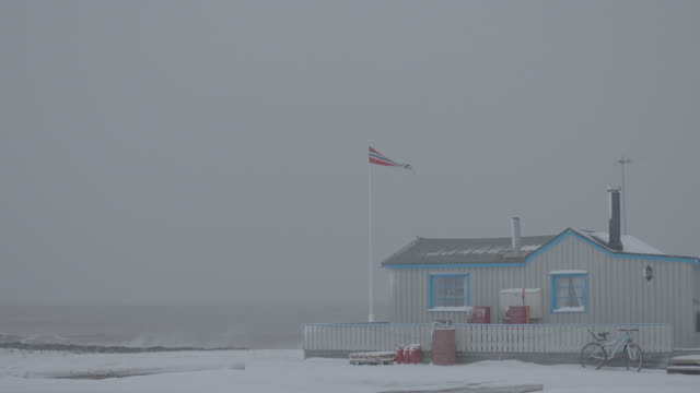 ms slo mo shot of wooden house by sea / svalbard, norway  - isoliert stock-videos und b-roll-filmmaterial