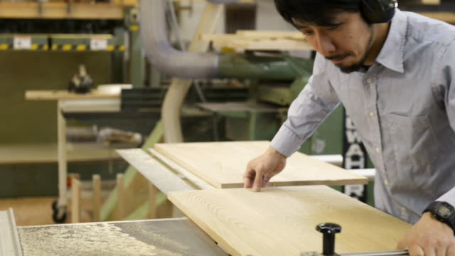 ms shot of woodworker cutting wooden plank / kyoto, japan - 労働者点の映像素材/bロール