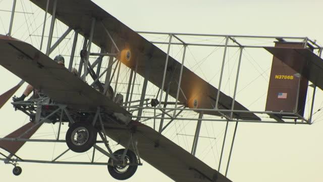 ecu zo aerial shot of wright b flyer airplane / dayton, ohio, united states - wright flyer stock-videos und b-roll-filmmaterial
