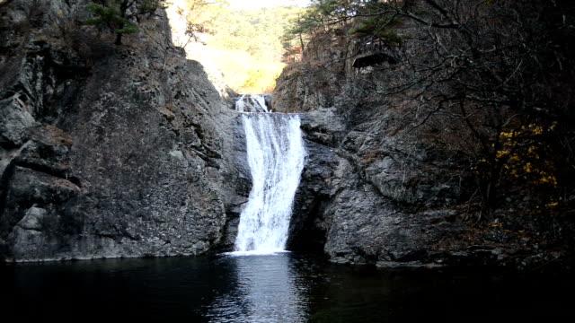 shot of yongchu waterfall in juwangsan national park - north gyeongsang province stock videos & royalty-free footage