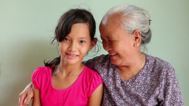 stockvideo's en b-roll-footage met ms shot of young girl and grandmother smiling / long an, vietnam - familie met meerdere generaties