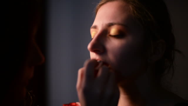 shot of young girl getting her makeup applied - 東ヨーロッパ民族点の映像素材/bロール