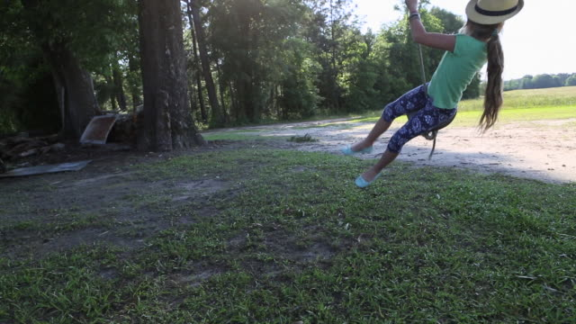 ms tu la shot of young girl playing on rope swing / st simon's island, georgia, united states - rope swing stock videos & royalty-free footage