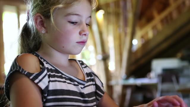 cu shot of young girl using her laptop / ubud, bali, indonesia - endast flickor bildbanksvideor och videomaterial från bakom kulisserna