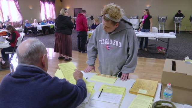 ms shot of young white middle class woman requests provisional ballot in presidnetial election union hall / toledo, ohio, united states - politische wahl stock-videos und b-roll-filmmaterial
