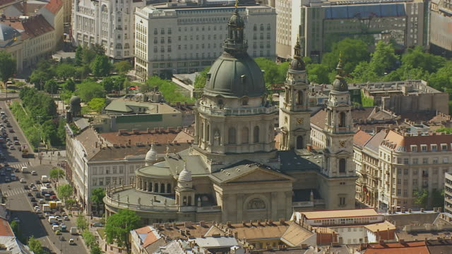 MS AERIAL Shot over dome and traffic / Budapest, Hungary