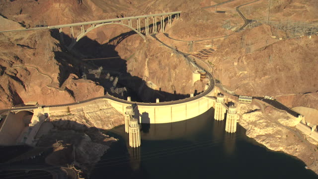 stockvideo's en b-roll-footage met ms aerial zo shot over hoover dam and bypass / nevada, united states - colorado rivier