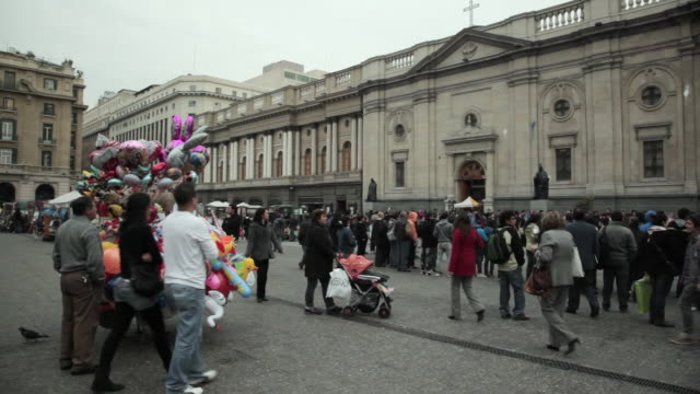 stockvideo's en b-roll-footage met ws pan tu shot over people crowded in front of metropolitan cathedral / santiago, chile - chile