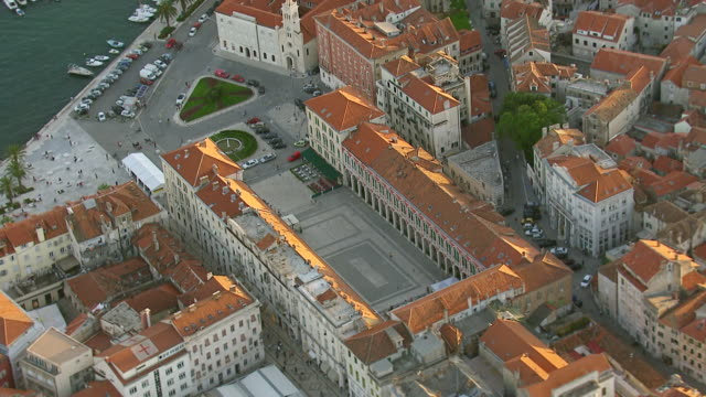 ms aerial ds shot over prokurative square / split, split dalmatia county, croatia - croazia video stock e b–roll