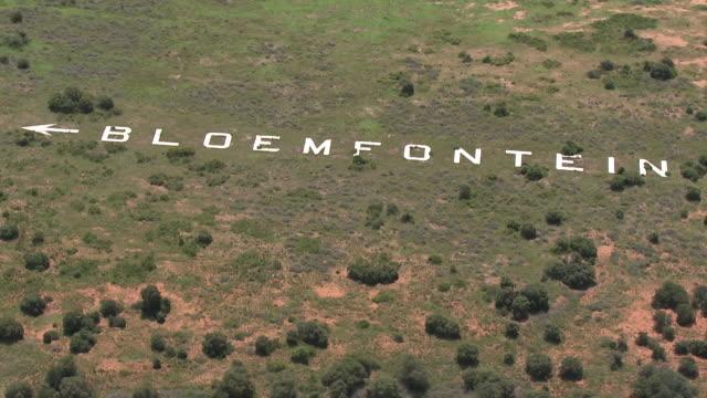 ms aerial shot over white rocks making up word / bloemfontein, free state, south africa - anweisungen geben stock-videos und b-roll-filmmaterial