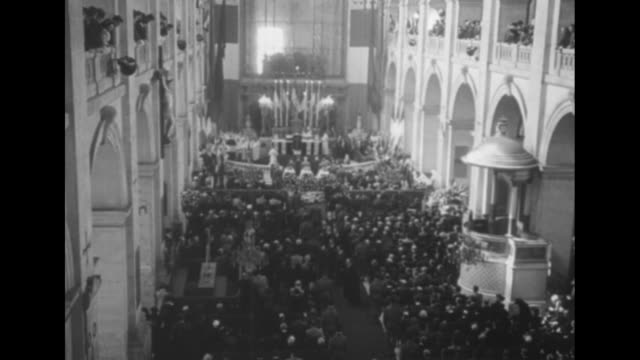/ shot through archway of les invalides / soldiers carrying coffin into les invalides / overhead shot of mourners in chapel of les invalides during... - coffin stock videos & royalty-free footage