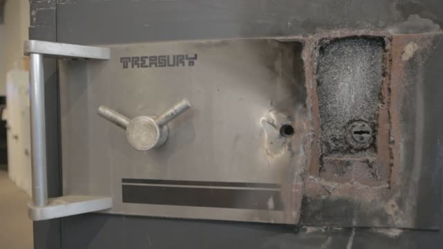 vídeos y material grabado en eventos de stock de shots of and old safe that robbers favor because it easily opens when the dial is punched out close up shots of rust dents and scratches covering the... - abollado