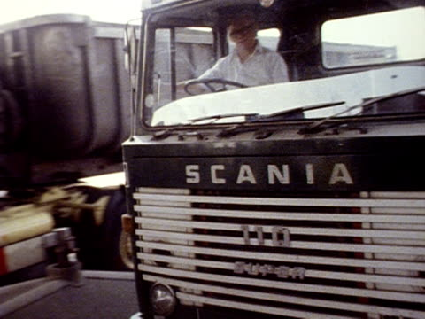 shots of cars and lorries stopping at the toll booths for the dartford tunnel. 16 may 1980. - m25 video stock e b–roll