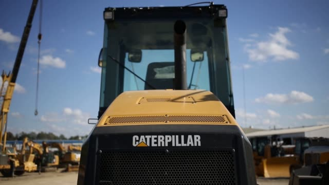 vídeos de stock e filmes b-roll de shots of caterpillar inc. signage on equipment and machinery on displayed for sale at whayne supply co. in lexington, kentucky, us, on monday, oct 17... - caterpillar inc