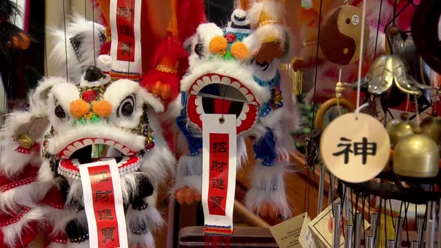 vídeos de stock, filmes e b-roll de shots of chinatown in san francisco on july 17 a medium shot of a storefront and a wall painted with red and green dragons in chinatown a medium shot... - medium group of objects