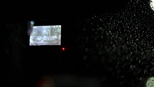 2 skott av dash cam poster medan parkering på parkeringen - sydostasien bildbanksvideor och videomaterial från bakom kulisserna
