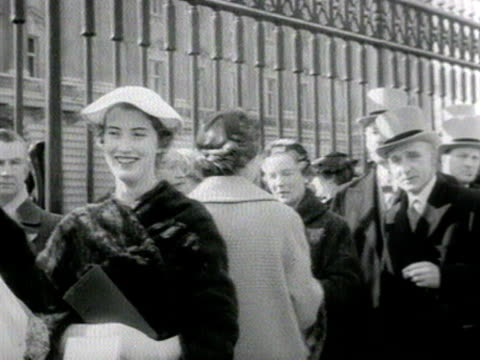 shots of debutantes and their families queueing outside buckingham palace 1958 - top hat stock videos & royalty-free footage