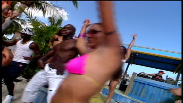 vídeos de stock, filmes e b-roll de cu shots of people dancing in bathing suits in key west florida - biquíni