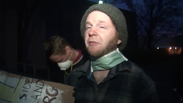 vídeos y material grabado en eventos de stock de shots of protesters in front of bullseye glass co in portland oregon including two interviews with protesters that live in the neighborhood bill... - mp4