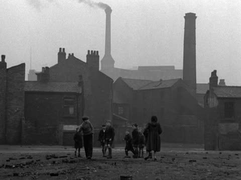 shots of terraced streets in manchester 1953 - smog stock videos & royalty-free footage