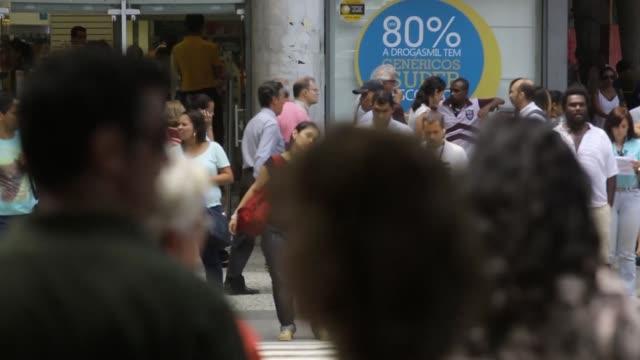 vídeos de stock, filmes e b-roll de shots of the front of the theatro municipal façade in cinelandia district in rio de janeiro brazil , traffic drives past the theatro municipal façade... - high street