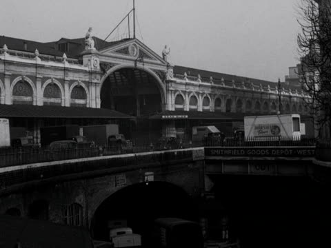 shots of the goods depot and main entrance to smithfield meat market - 19th century style stock videos & royalty-free footage
