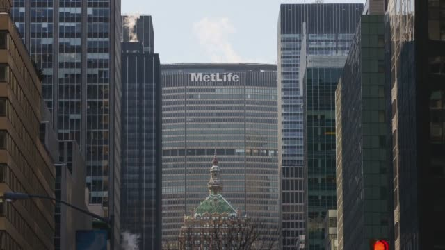 stockvideo's en b-roll-footage met shots of the metlife building in new york city on february 9 a wide panning time lapse shot of the metlife building with traffic driving by, a time... - metlife building