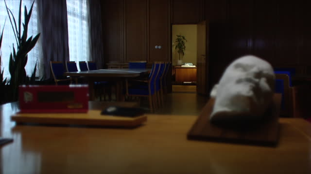 shots of the office of erich mielke, secretary for intelligence of the gdr/ 1202012 - berlino germania video stock e b–roll