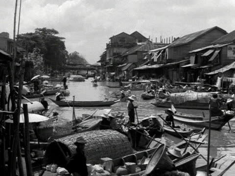 shots of traditional fishing and houseboats in a harbour in manila 1954 - strohhut stock-videos und b-roll-filmmaterial