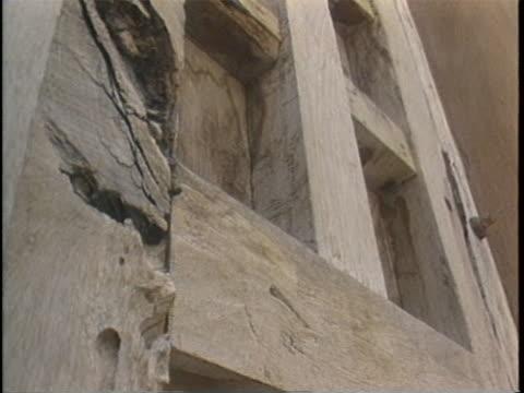 shots of weathered wood door in adobe house in santa fe - adobe bildbanksvideor och videomaterial från bakom kulisserna
