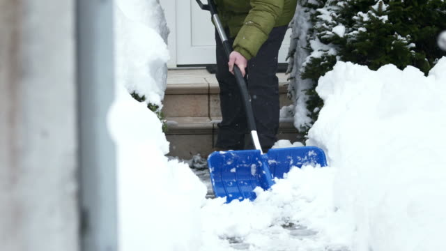 stockvideo's en b-roll-footage met hd: shoveling the walkway - schoppen lichaamsbeweging