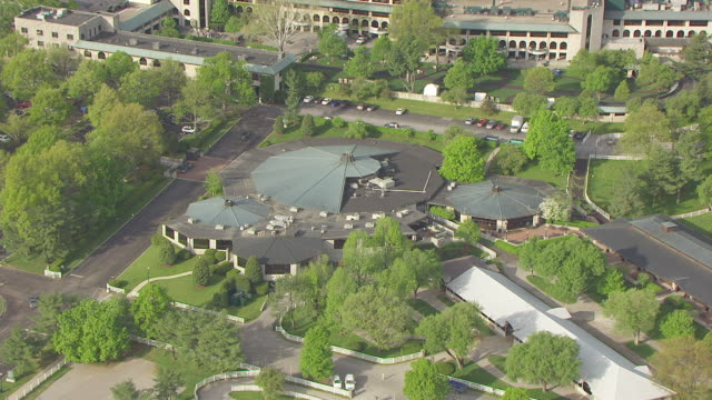 ms aerial show ring and buildings at keeneland track / versailles, kentucky, united states - pferdestall stock-videos und b-roll-filmmaterial