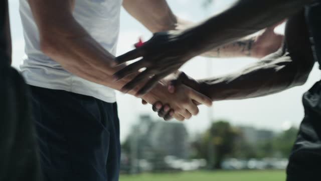 vídeos de stock e filmes b-roll de show some respect on the field, and you're already a winner - râguebi desporto