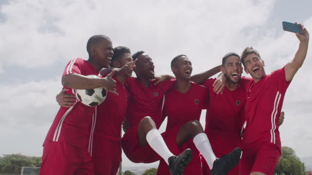 zeigen sie uns einige unterstützung online! - sportmannschaft stock-videos und b-roll-filmmaterial