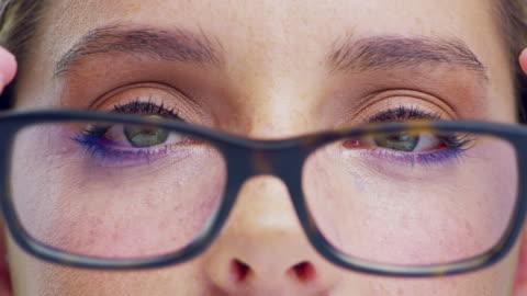 stockvideo's en b-roll-footage met toon uw ogen wat liefde - bril brillen en lenzen