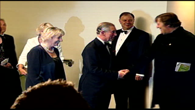 vídeos de stock e filmes b-roll de property developer fools his way into meeting prince charles at a film premiere for a bet; leicester square: **beware flash photography** alex king... - stephen fry