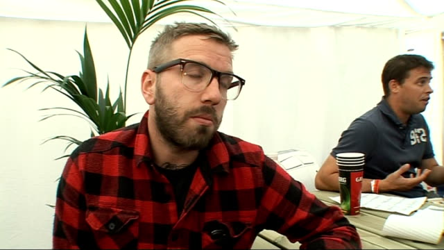vídeos y material grabado en eventos de stock de reading festival 2009: dallas green interview; green interview sot - on the band's new material / how they thrive on live performances / on deftones... - reading and leeds festivals